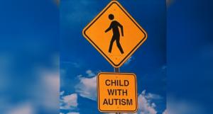 """תמרור """"ילדים עם אוטיזם"""". מתוך הפייסבוק של Irondequoit"""